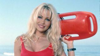 Pamela Anderson, 100 foto per i 50 anni dell'ex bagnina