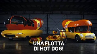 Una flotta di hot dog pronta per le consegne!