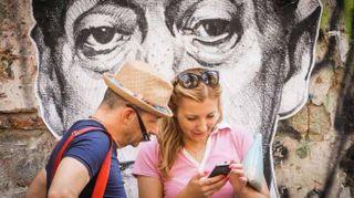 Curiosità e foto nel cuore di Napoli per il disegno di Totò