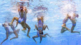 La magia subacquea delle ragazze del sincro