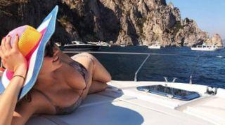 Kate Upton, vacanze a Capri
