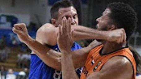 Danilo Gallinari e il pugno a Kok (Ansa)