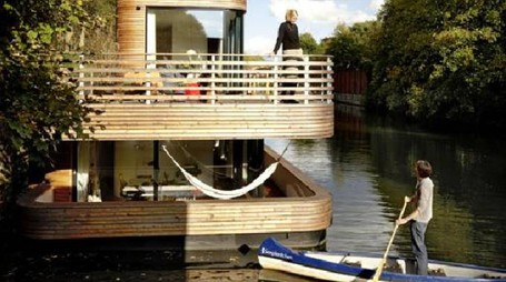Moderna Houseboat di legno