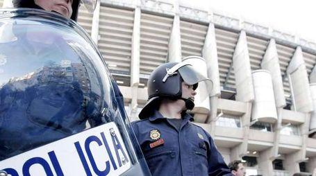Furgone su folla su Rambla Barcellona