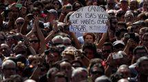 Attentato a Barcellona, minuto di silenzio in Placa de Catalunya (LaPresse)