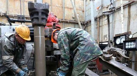 Petrolio chiude a Ny a 48,73 dollari