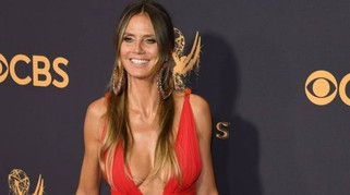 Emmy Awards 2017, da Heidi Klum a Michelle Pfeiffer: scollature e trasparenze