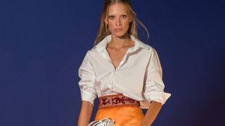 Hogan, la donna giramondo veste easy-chic