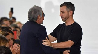 Cavalli, il debutto di Paul Surridge e l'abbraccio con Roberto