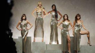 Claudia, Naomi, Carla, Helena e Cindy: i miti per l'omaggio a Versace