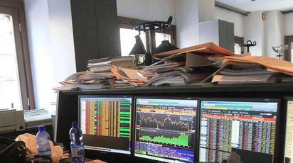 Borsa: Milano chiude in calo con banche