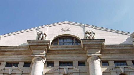 Borsa:Milano chiude +0,18%,giù Luxottica