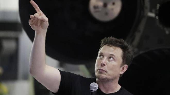 Elon Musk: Neuralink fa giocare una scimmia ai videogame - Il Giorno