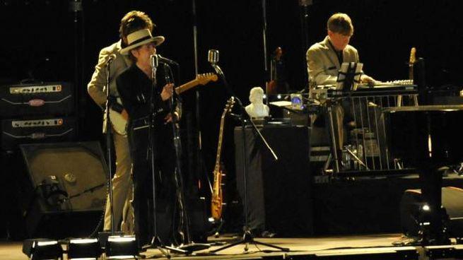Bob Dylan durante lo show (foto Alcide)