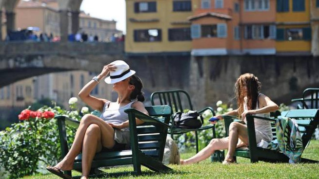 Caldo torrido a Firenze (Ansa)