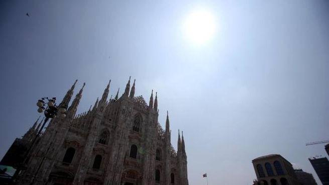 Il sole splende sul Duomo di Milano