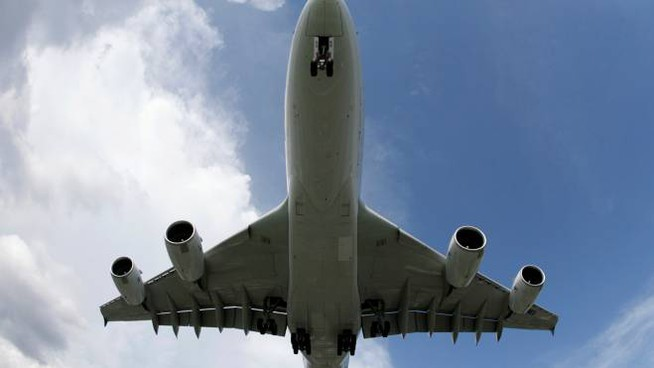 An Airbus A380, the biggest commercial airliner, descends to land at Ninoy Aquino International Airport in Manila October 11, 2007. The A380 is on tour to demonstrate its performance under normal airline operating conditions. REUTERS/Darren Whiteside (PHILIPPINES)