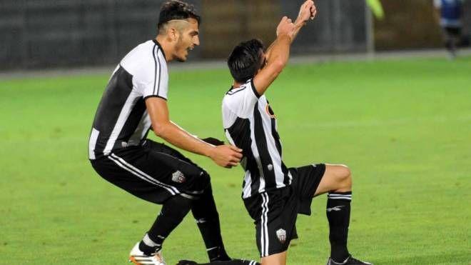 Gioia momentanea: Tripoli festeggia il gol del vantaggio (foto La Bolognese)