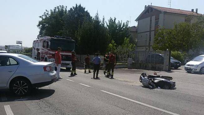 Incidente a Monsano, scooterone contro auto