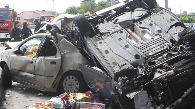 Le auto distrutte dopo il devastante impatto