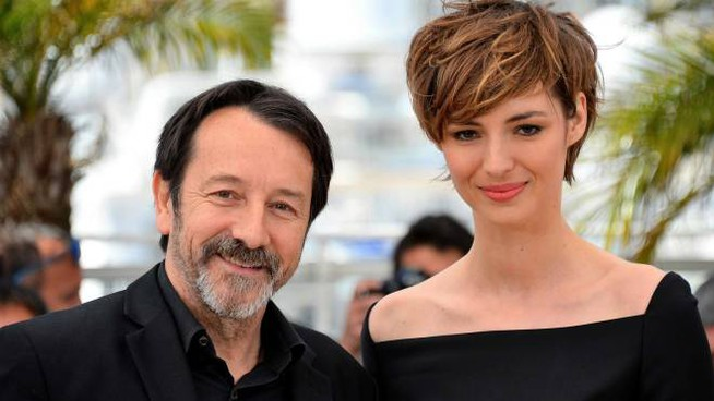Jean-Hugues Anglade con Louise Bourgoin a Cannes (Olycom)