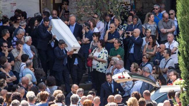 I funerali di Donatella Mugnaini e della piccola Alice morte per il crollo di un albero