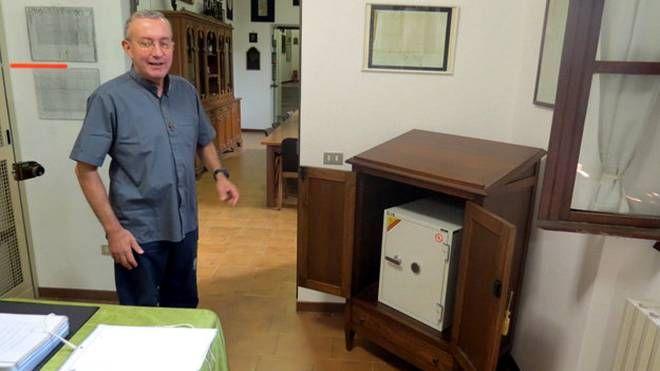 Padre Maurizio Brioli e il suo archivio