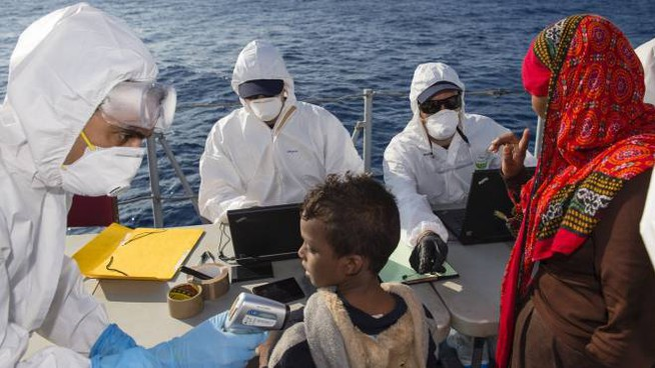 Aiuti ai migranti (Afp)