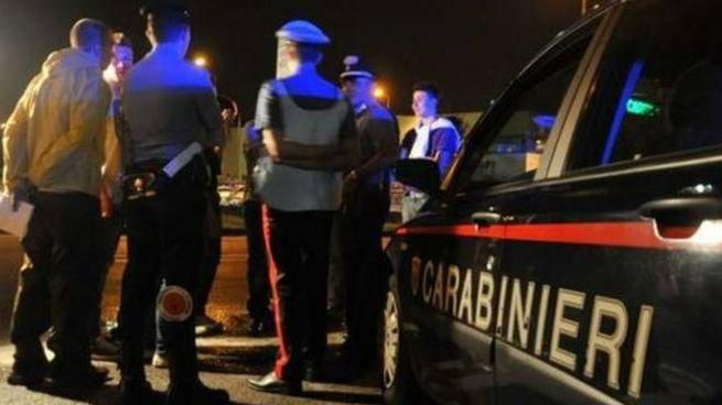 Solo l'arrivo dei carabinieri ha interrotto la maxi rissa e i giovani si sono dati alla fuga