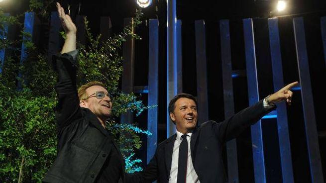 Bono Vox e Matteo Renzi a Expo (Ansa)