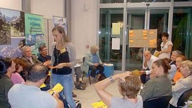 Uno degli incontri fra i cittadini per raccogliere le idee