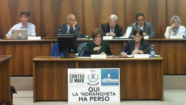 """Il cartello di Buccinasco """"Qui la 'ndrangheta ha perso"""""""