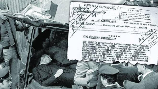 Il ritrovamento del corpo di Aldo Moro. In alto, il documento che preannuncia l'azione terroristica