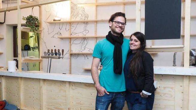 L'artista e filmmaker olandese Jascha Blume e Nunzia Vannuccini, presidente dell'associazione Farm