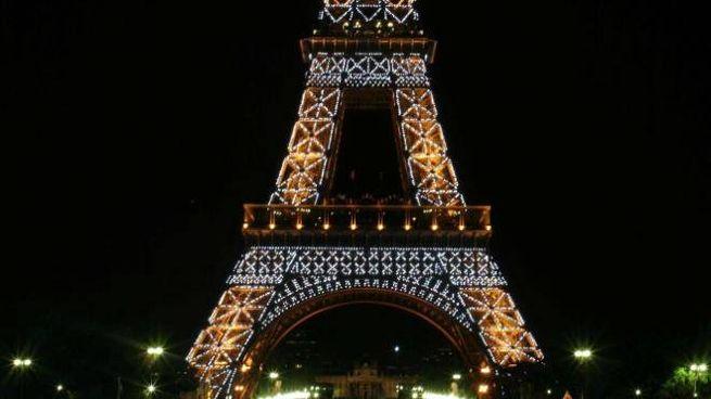 Attentato Parigi, spari alla Tour Eiffel (Ansa)