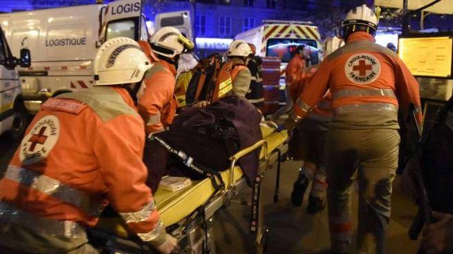 Attentato a Parigi, soccorsi al Bataclan (AFP)