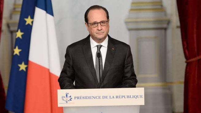 """Hollande: """"Atto di barbarie dell'Isis"""""""