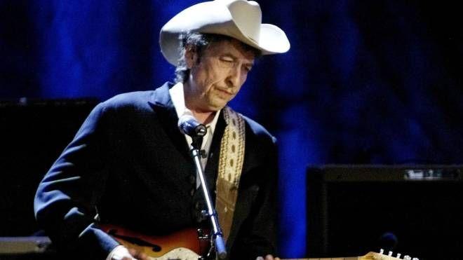 Bob Dylan, un concerto  tra body guard armate, ieri sera  e oggi all'Auditorium Manzoni di Bologna