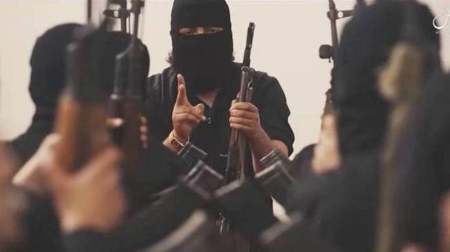 Il frame di un video di propaganda Isis (Olycom)