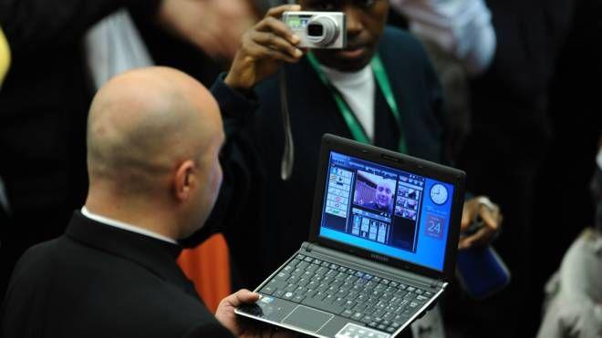 Un sacerdote al computer