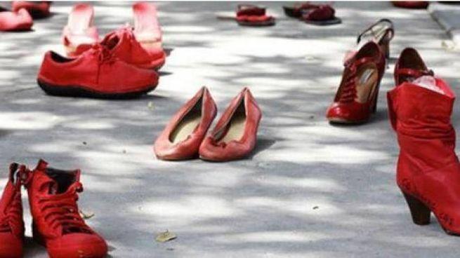 Scarpe rosse, immagine simbolo contro la violenza sulle donne