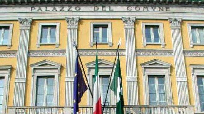L'esterno di Palazzo Frizzoni (De Pascale)