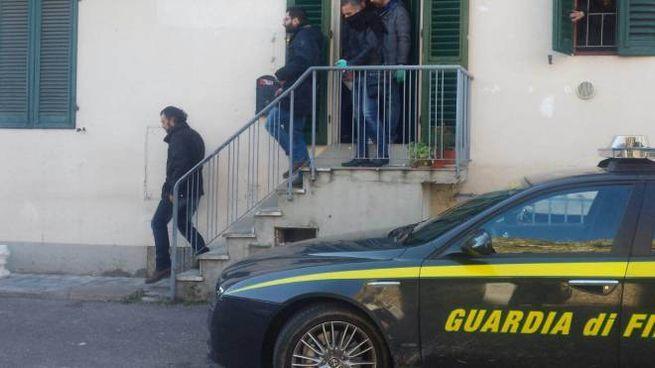 La Guardia di finanza durante il blitz antiprostituzione