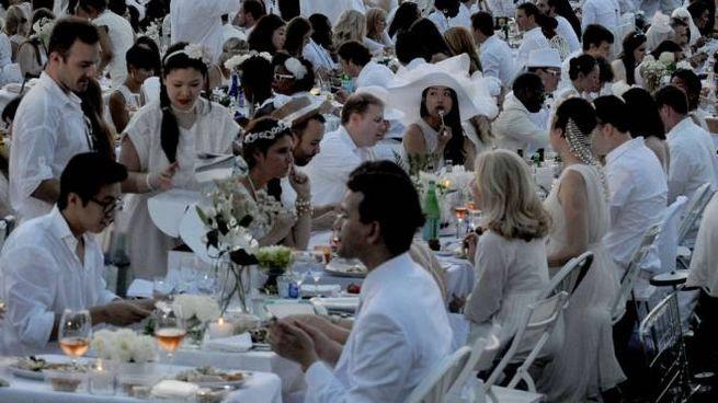 Cena in bianco (Olycom)