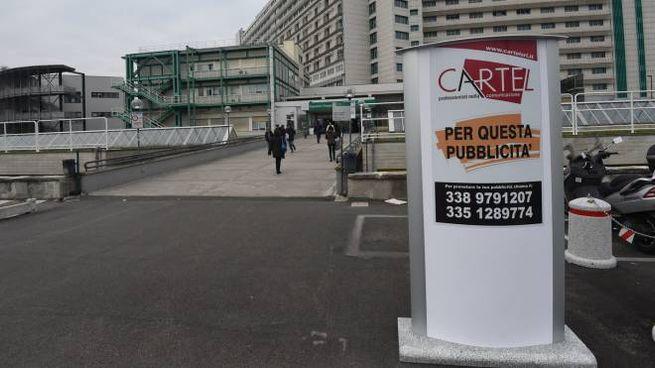 Bologna, cartelloni pubblicitari all'ospedale Maggiore (FotoSchicchi)
