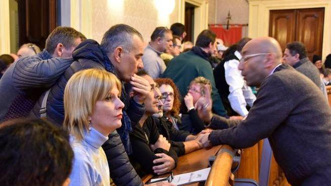 Protesta in Comune (Foto Novi)