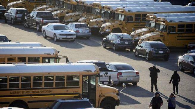 Scuole chiuse per allarme bomba, scuola bus fermi a Los Angeles