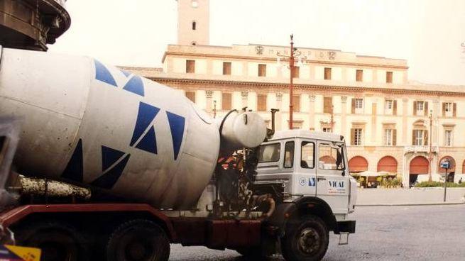 Forlì, un mezzo della Calcestruzzi Vicap (Foto Frasca)