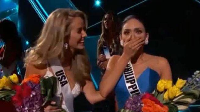 La sorpresa della miss filippina richiamata sul palco (Youtube)