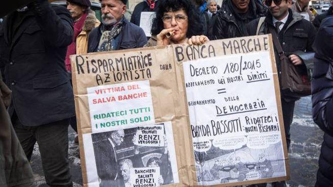 I risparmiatori di Banca Marche in protesta (Olycom)